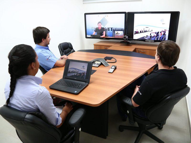 Conheça os equipamentos indispensáveis para uma videoconferência